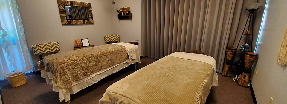Duo massage therapy room